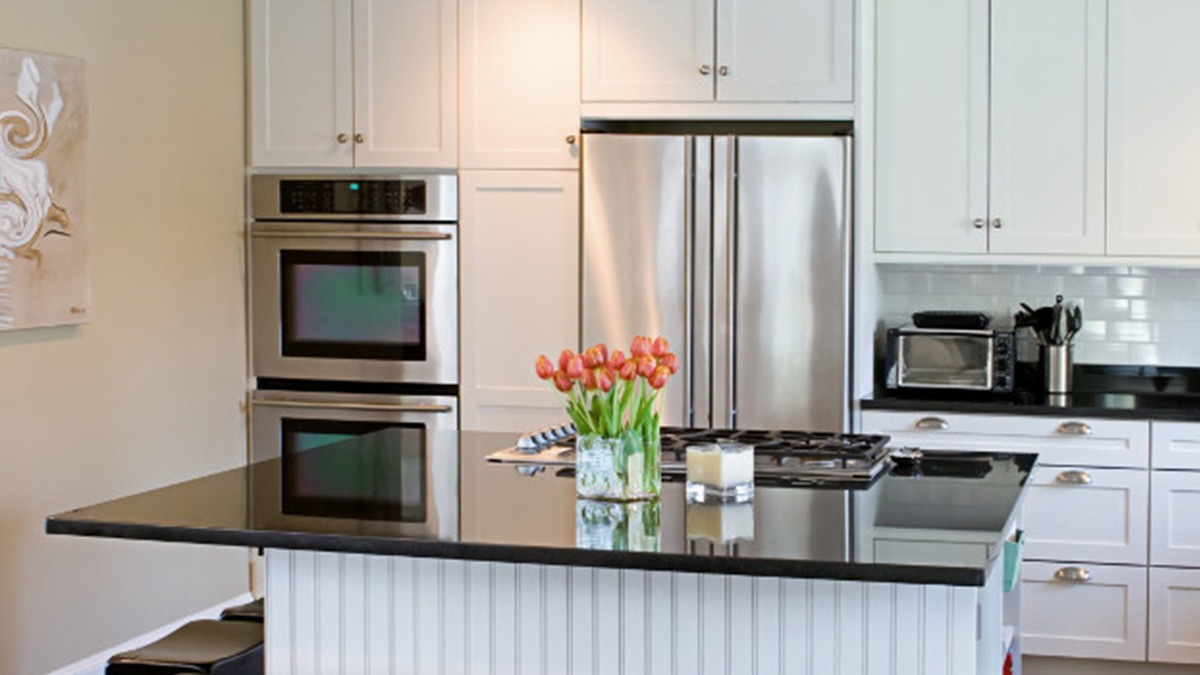 How To Paint Your Kitchen Cabinets In Easy Steps - Which paint to use for kitchen cabinets