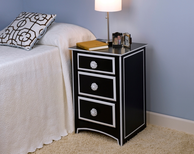 black white nightstand project home d cor spray paint. Black Bedroom Furniture Sets. Home Design Ideas