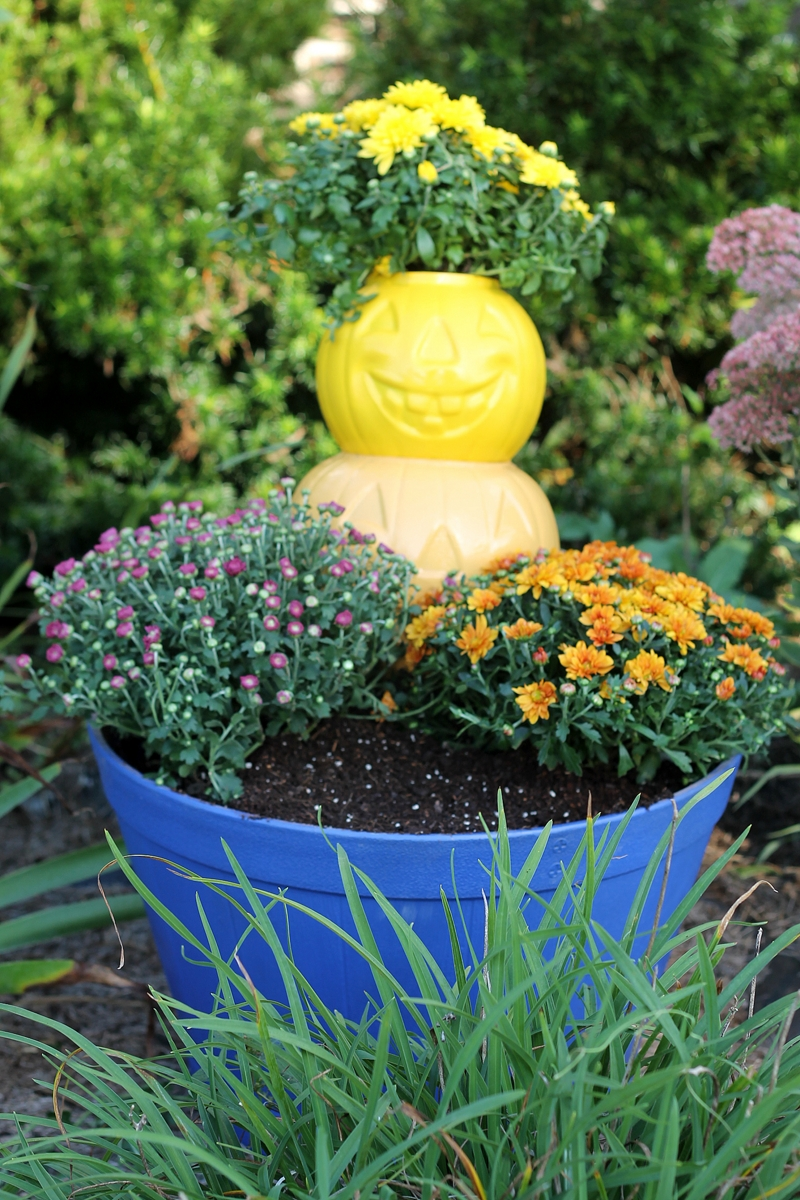 Make a pumpkin planter fall seasonal spray paint project krylon - Making a pumpkin keg a seasonal diy project ...
