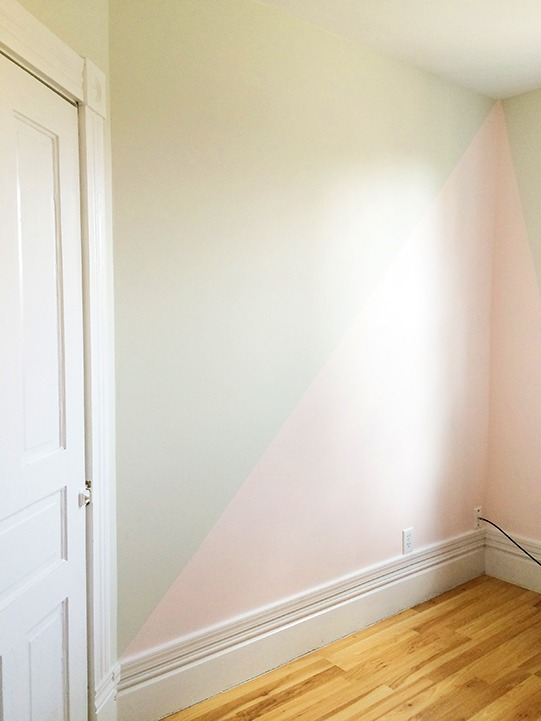 How to paint a two toned geometric accent wall sherwin for Geometric accent wall